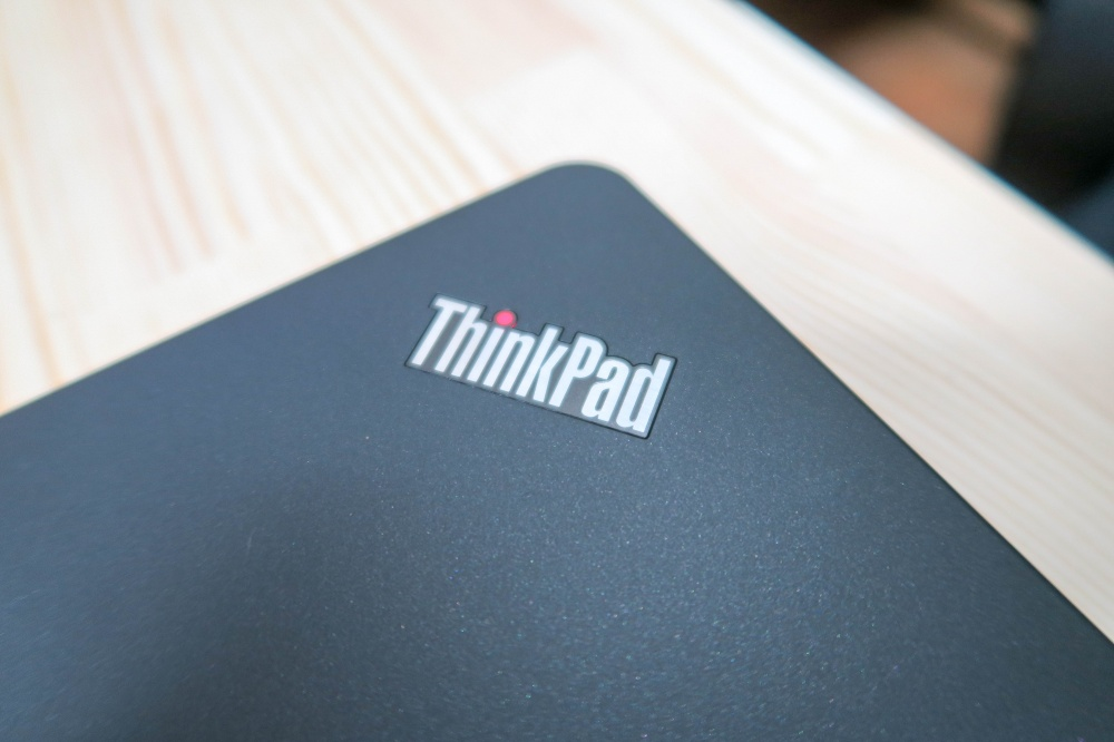 ThinkPad 13 天板のインジケーターランプ