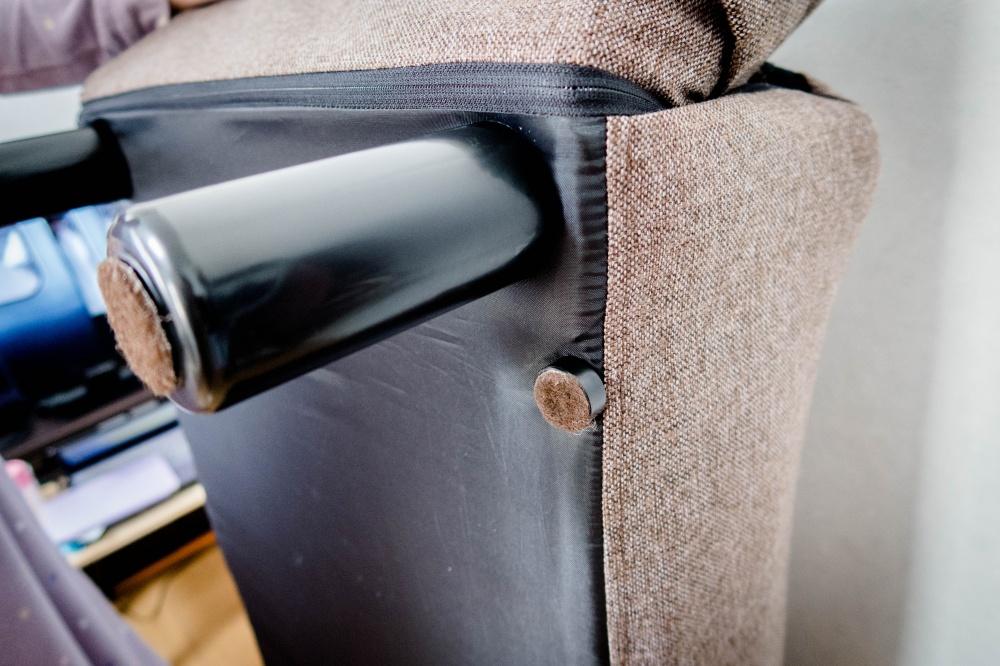 足つきソファー座椅子「足を装着」