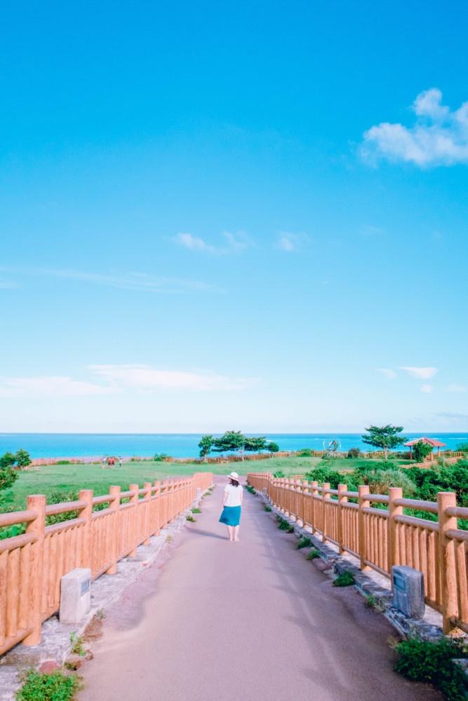 知念岬公園へ渡る吊橋