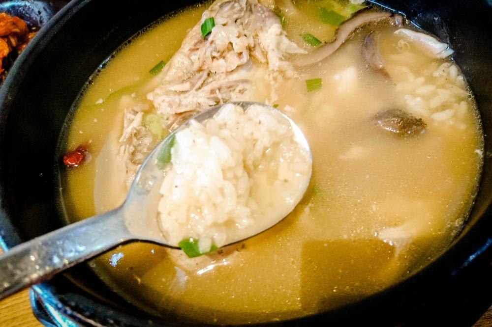 サムゲタン(鶏と漢方の薬膳煮込み /삼계탕)