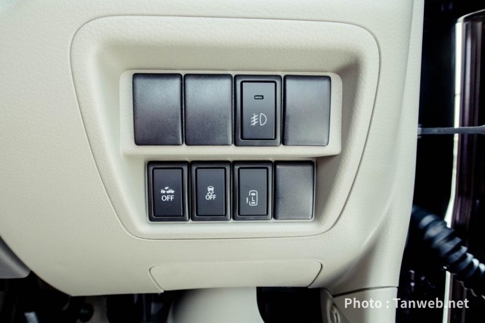 エブリイワゴン(DA17W)運転席右下スイッチ