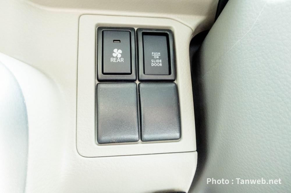 エブリイワゴン(DA17W)運転席左下スイッチ