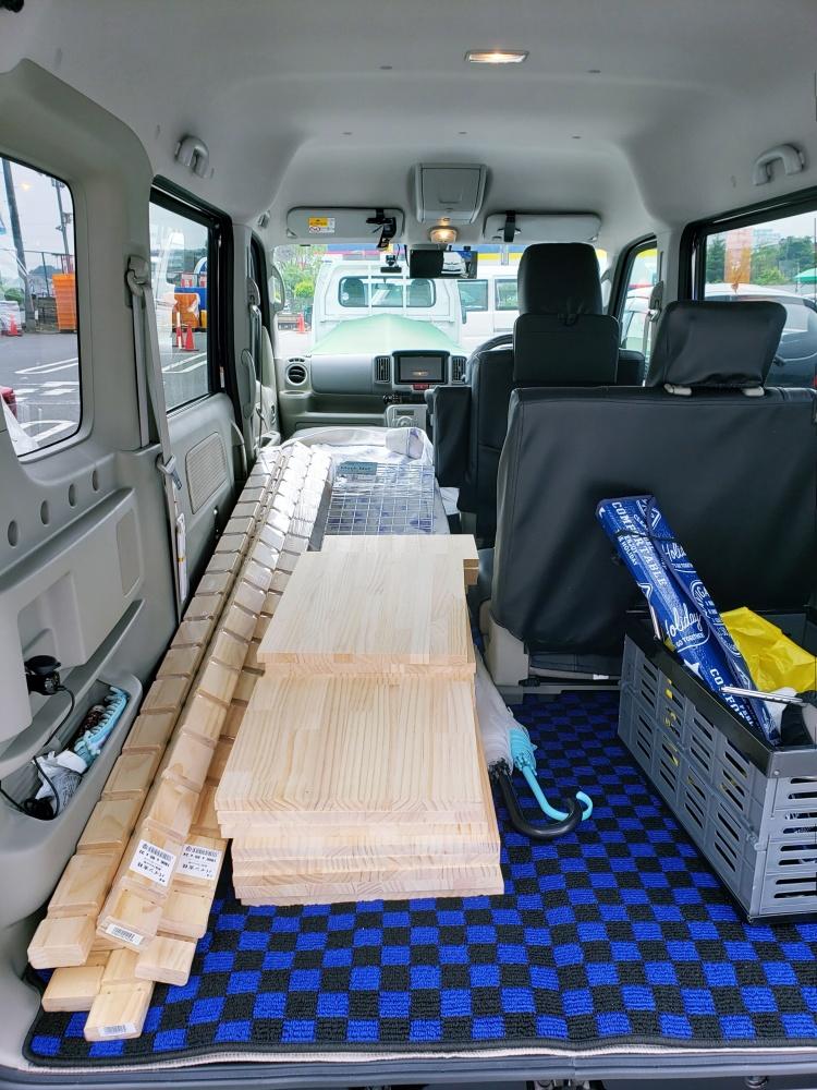購入した木材を積み込み完了