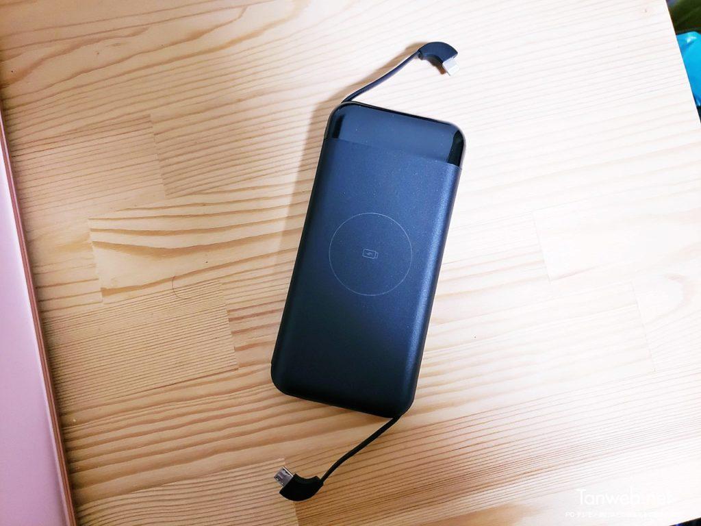 ケーブル各種が本体に内蔵されているのも好ポイントのモバイルバッテリー