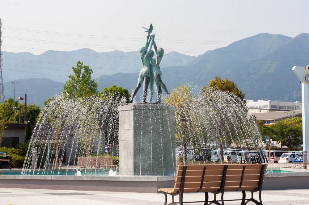 秦野市カルチャーパーク「ふんすい広場」