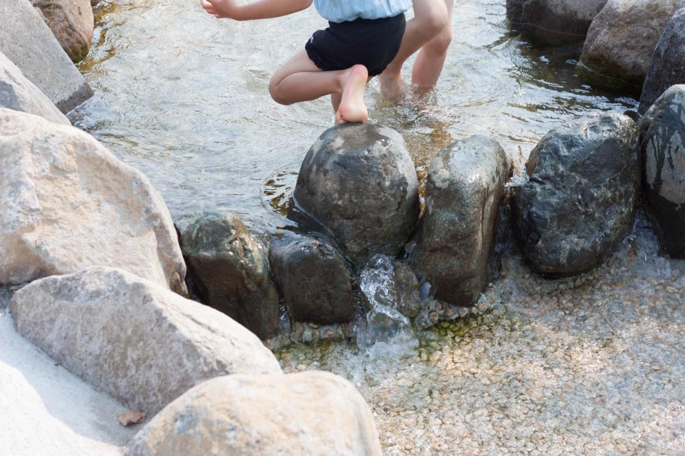 秦野市カルチャーパーク水遊び場の水は名水日本一の地下水を利用01