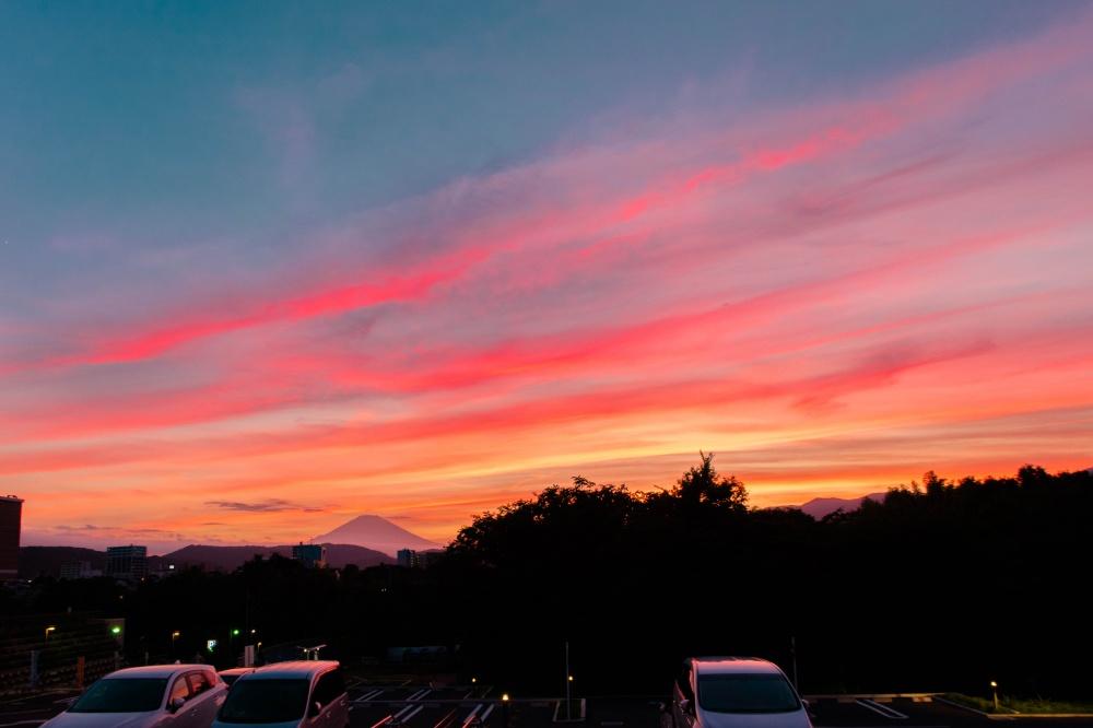 良い雲、良い空、美しい夕焼けと富士山