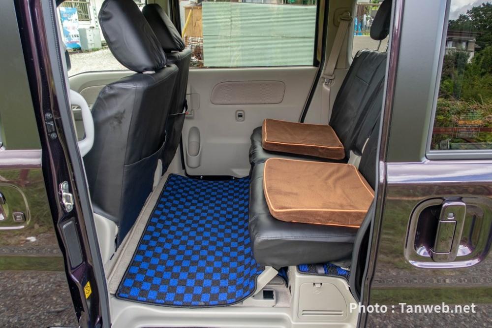 エブリイワゴン(DA17W)後部座席