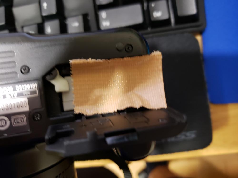 デジタル一眼レフのバッテリーが出てこない!簡単な取り出し方を紹介します