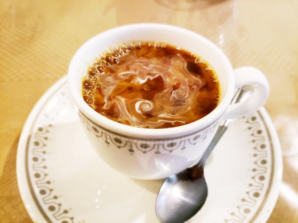 明るくしたコーヒーの写真