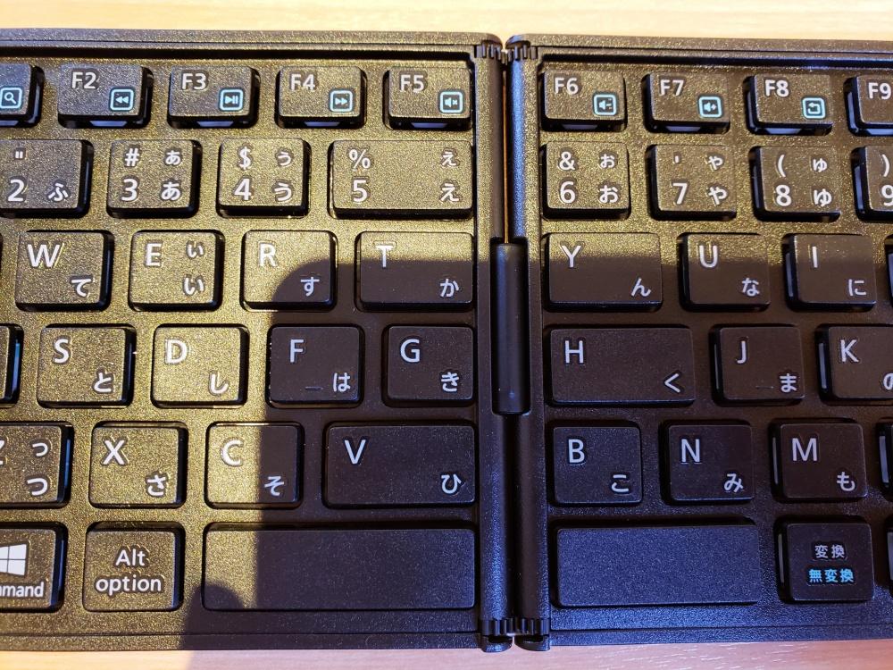 日本語配列が嬉しいBluetooth折りたたみキーボード!スマホ・タブレット用としてオススメ