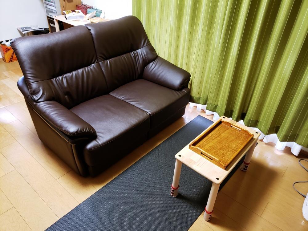 狭い部屋でも置ける省スペース二人掛けのハイバックソファー