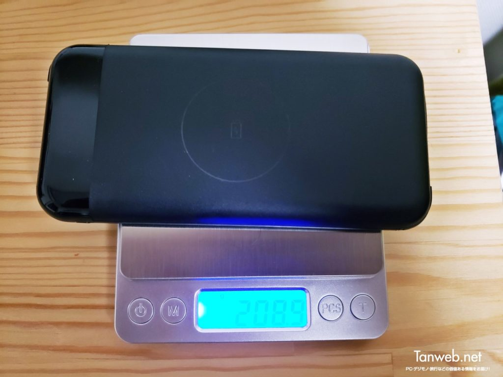 本モバイルバッテリーのサイズと重量