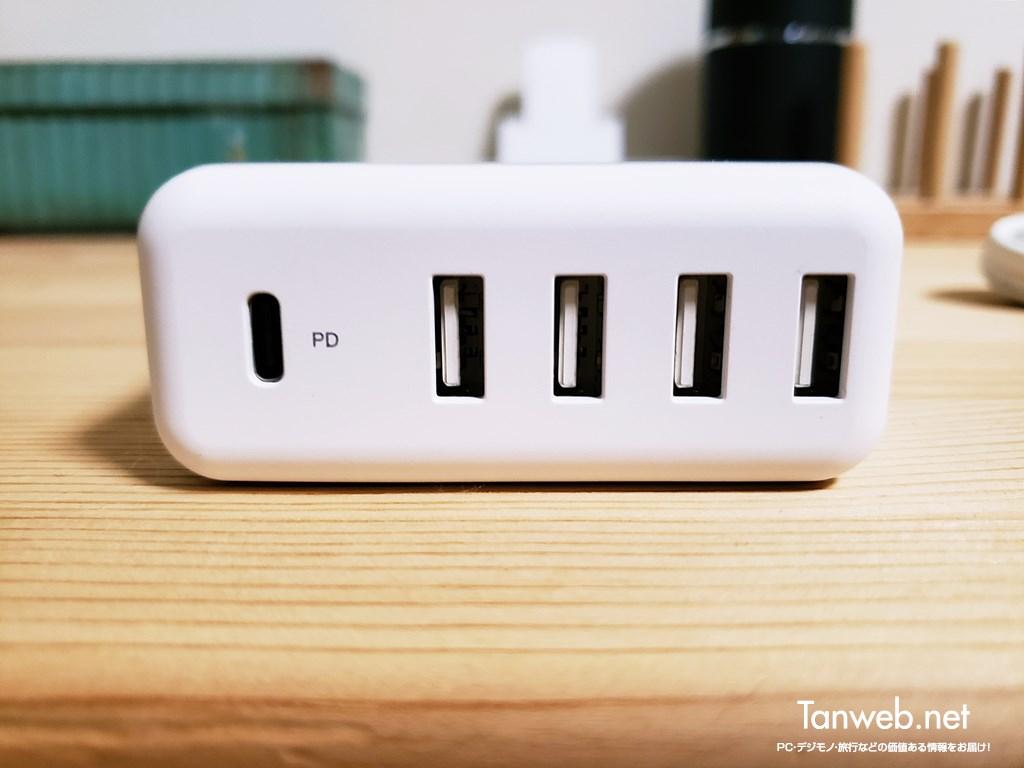 実際に手元に届いた エレコム USB 充電器の外観紹介02