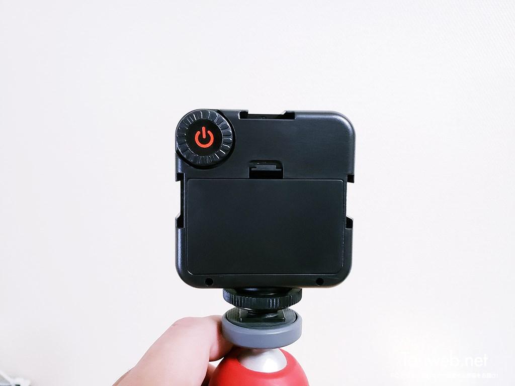 三脚装着できる小型ビデオライト02