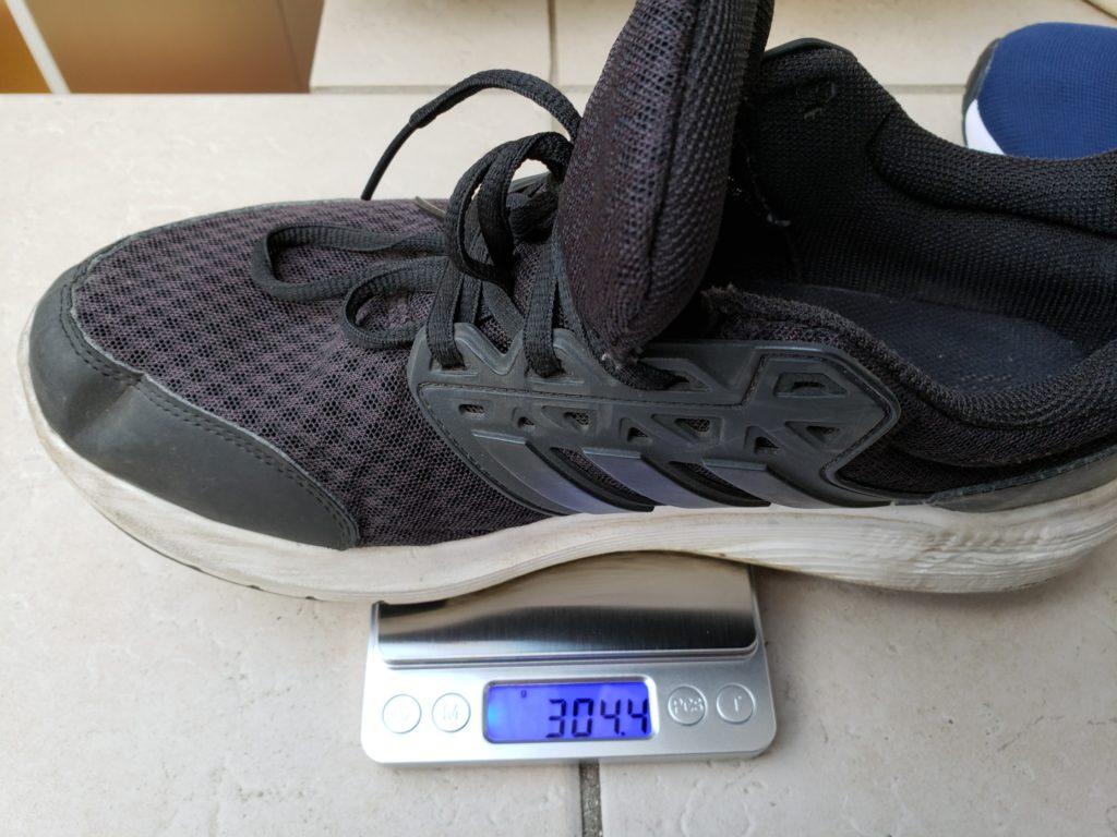アディダスのスニーカーの重量