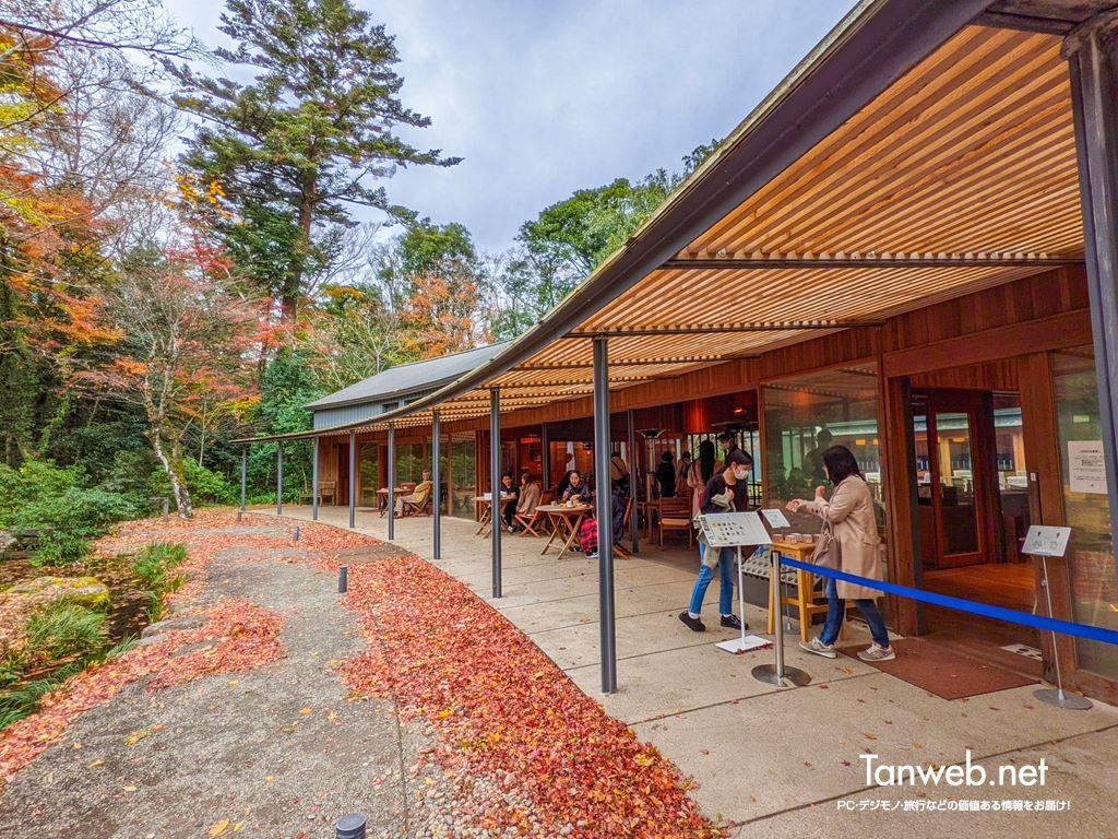 日本庭園に在る静かなモダン和菓子カフェ「とらや工房」